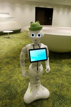 企業受付やアンケート取得、セミナーもこなす働き者のPepper♪ 誰でも簡単にPepperを動かせる「Smart at robo for Pepper」とは?
